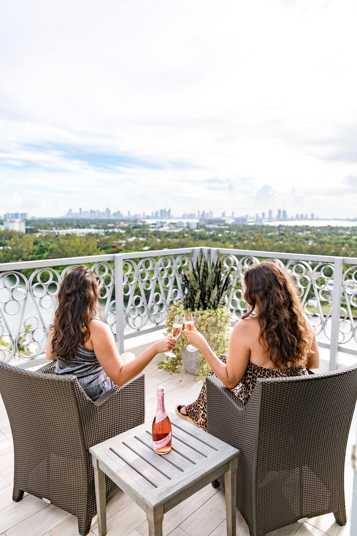 Making memories with a view. #NobuMiamiBeach 📷  @jqlouise https://t.co/hbO08kUrAv