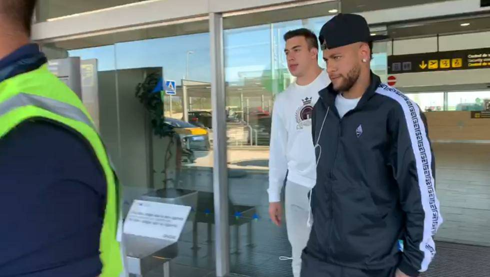 📰 [MD🥇] | Neymar already in Barcelona. 🔷 The Brazilian will be present at the trial tomorrow (9:30 am CET) and therefore has already arrived in Barcelona this afternoon. 🔶 He is accompanied by his father, who is also expected to be present tomorrow.
