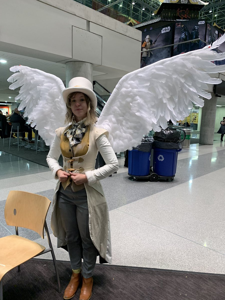 #Cosplay 🎩 Awesome of the Day: Fantastic #GoodOmens Costume at #NYCC via @librarian_kate #SamaCosplay