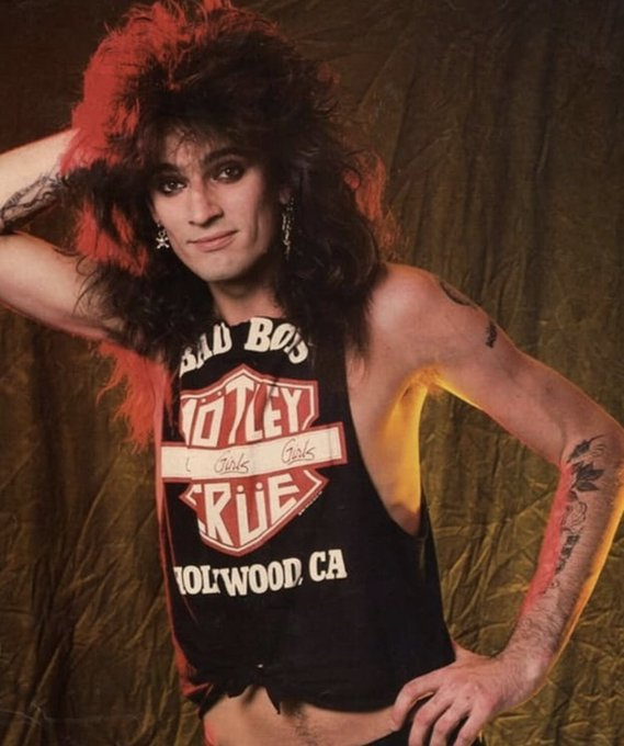 HAPPY BIRTHDAY TO THE RADDEST DRUMMER, THE ONE AND ONLY TOMMY LEE! I LOVE YOU