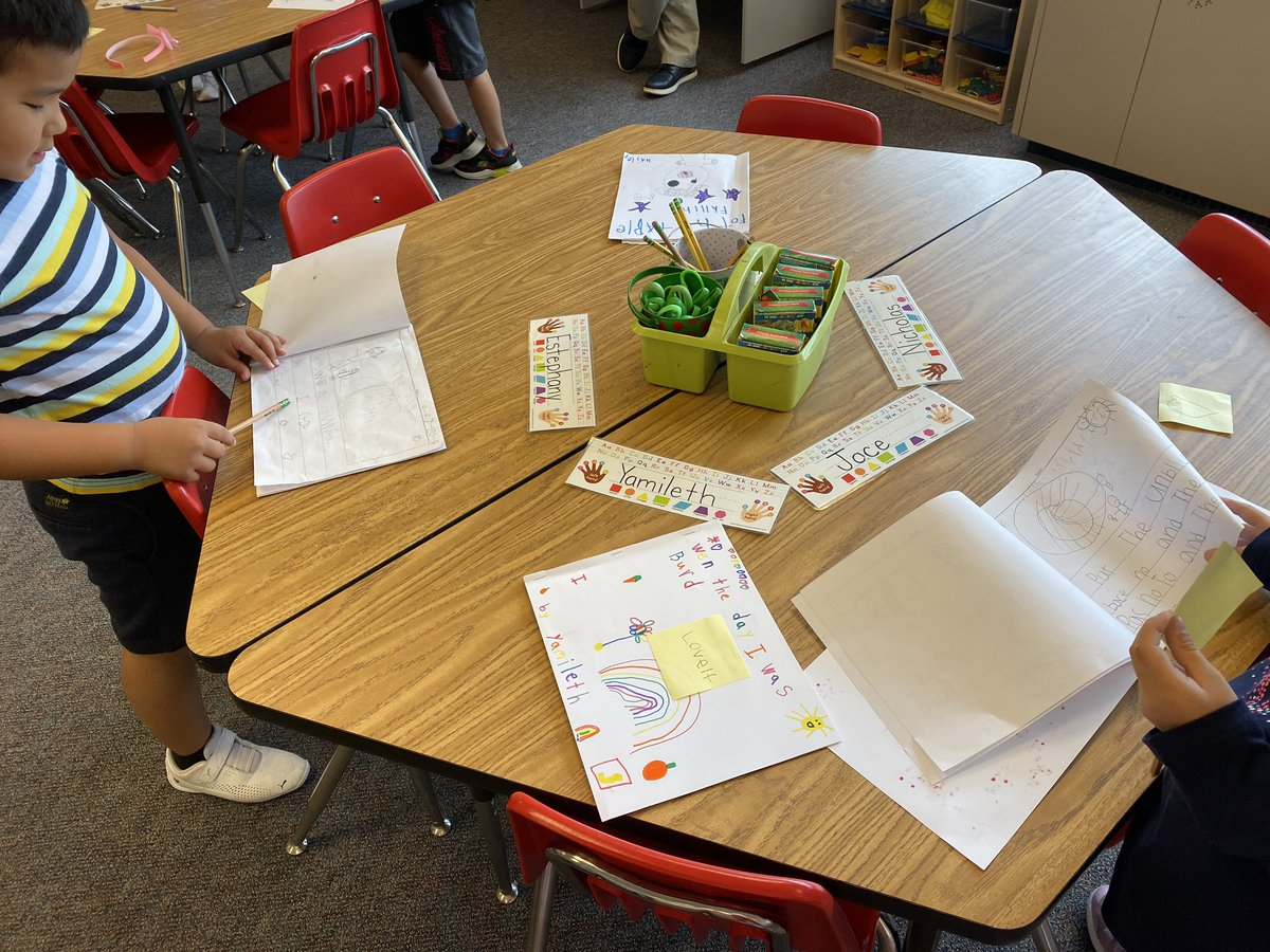 Our writing unit celebration included reading each other's stories and leaving a note for the author. 📝 <a target='_blank' href='http://search.twitter.com/search?q=hfbtweets'><a target='_blank' href='https://twitter.com/hashtag/hfbtweets?src=hash'>#hfbtweets</a></a> <a target='_blank' href='http://twitter.com/HFBReading'>@HFBReading</a> <a target='_blank' href='http://twitter.com/HFBFirstGrade'>@HFBFirstGrade</a> <a target='_blank' href='https://t.co/Lfbf2QluCq'>https://t.co/Lfbf2QluCq</a>