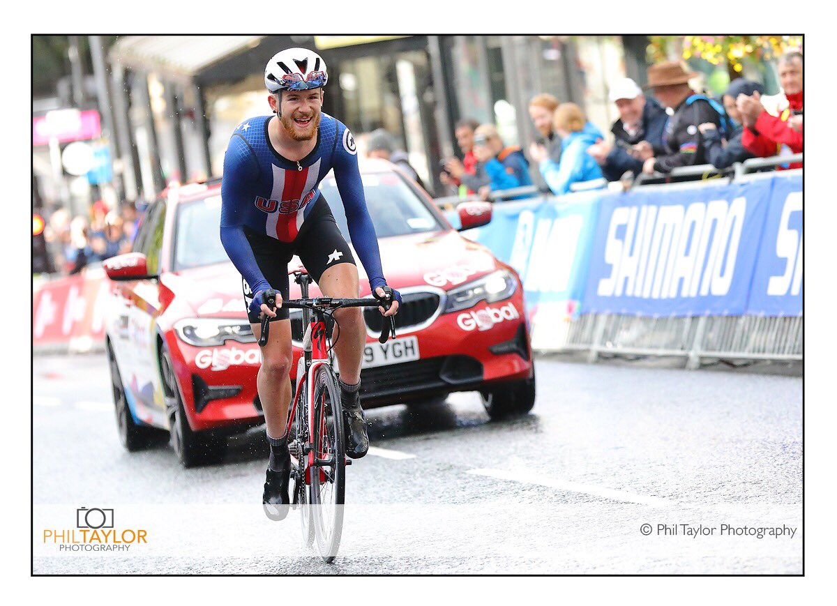 Quinn Simmons heading for Gold! The face of a man who knows he's got it in the bag!...Powering up Parliament Street & heading for USA's second rainbow jersey. @uci_cycling @Yorkshire2019 @StrayFM @HgateAdvertiser #visityorkshire #welcometoyorkshire #UCIRoadWorldChampionships #uci