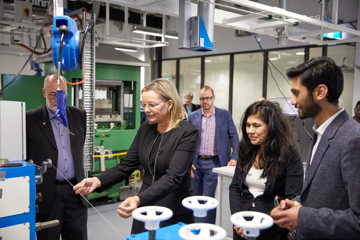 Our Director @VeenaSahajwalla hosted Minister @sussanley in various discussions about the importance of developing a #circulareconomy