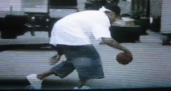【影片】Iverson球感有多好?曾把橄欖球當做籃球來運 橄欖球狀元盛讚:他是最好的四分衛!