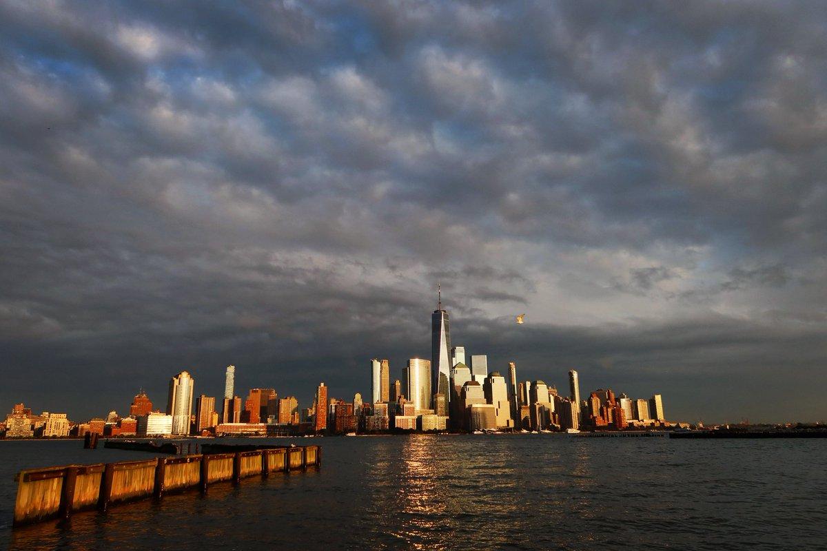 Thursday evening sunset in New York City #newyork #newyorkcity #nyc @onewtc @agreatbigcity #sunset