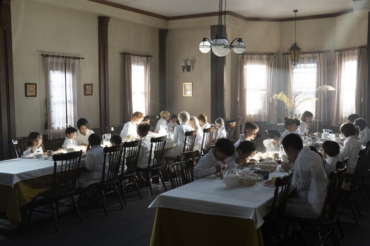 約束のネバーランド グレイスフィールド食卓シーン