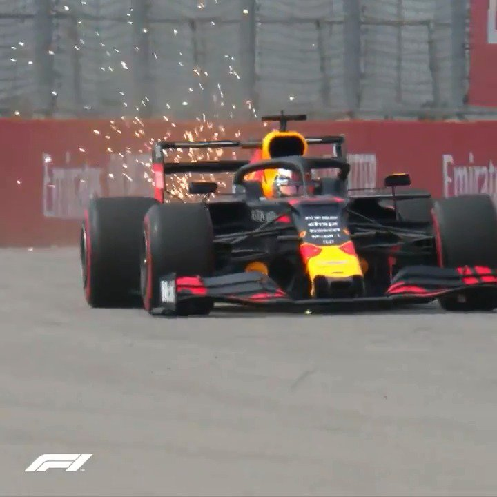 Anyone for some slow-motion sparks at Sochi❓ #RussianGP 🇷🇺 #F1 🌟   https://t.co/Ol0380esoy