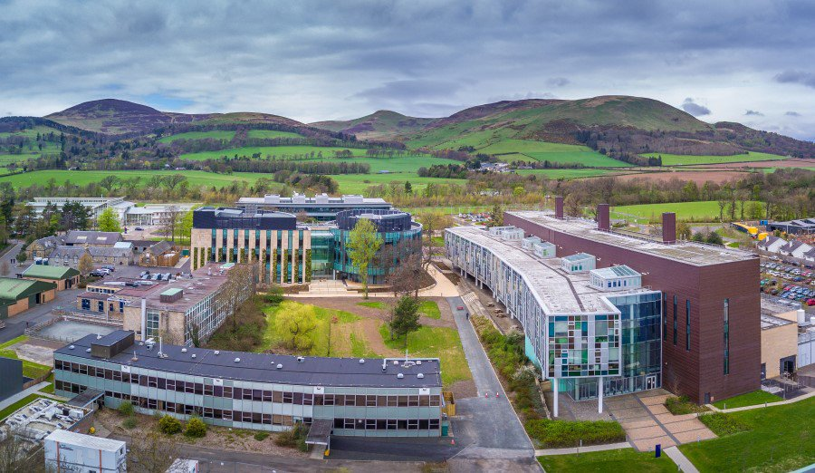 Together with our partners ( @TheDickVet @Roslinnovation @MoredunComms @SRUC ), Easter Bush campus is Europe's largest concentration of animal science related expertise anywhere in Europe - and it's a beautiful setting too! #Imageoftheweek #FridayFeeling #pentlands #inthezone
