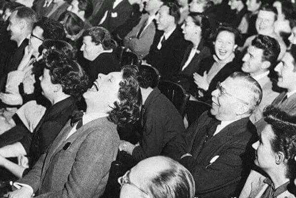 """عادل علي بن علي på Twitter: """"معظم الضحكات التي تسمعها في البرامج  التلفزيونية سجلت عام 1950م ، بمعنى انك تسمع ضحكات �£شخاص موتى.… """""""