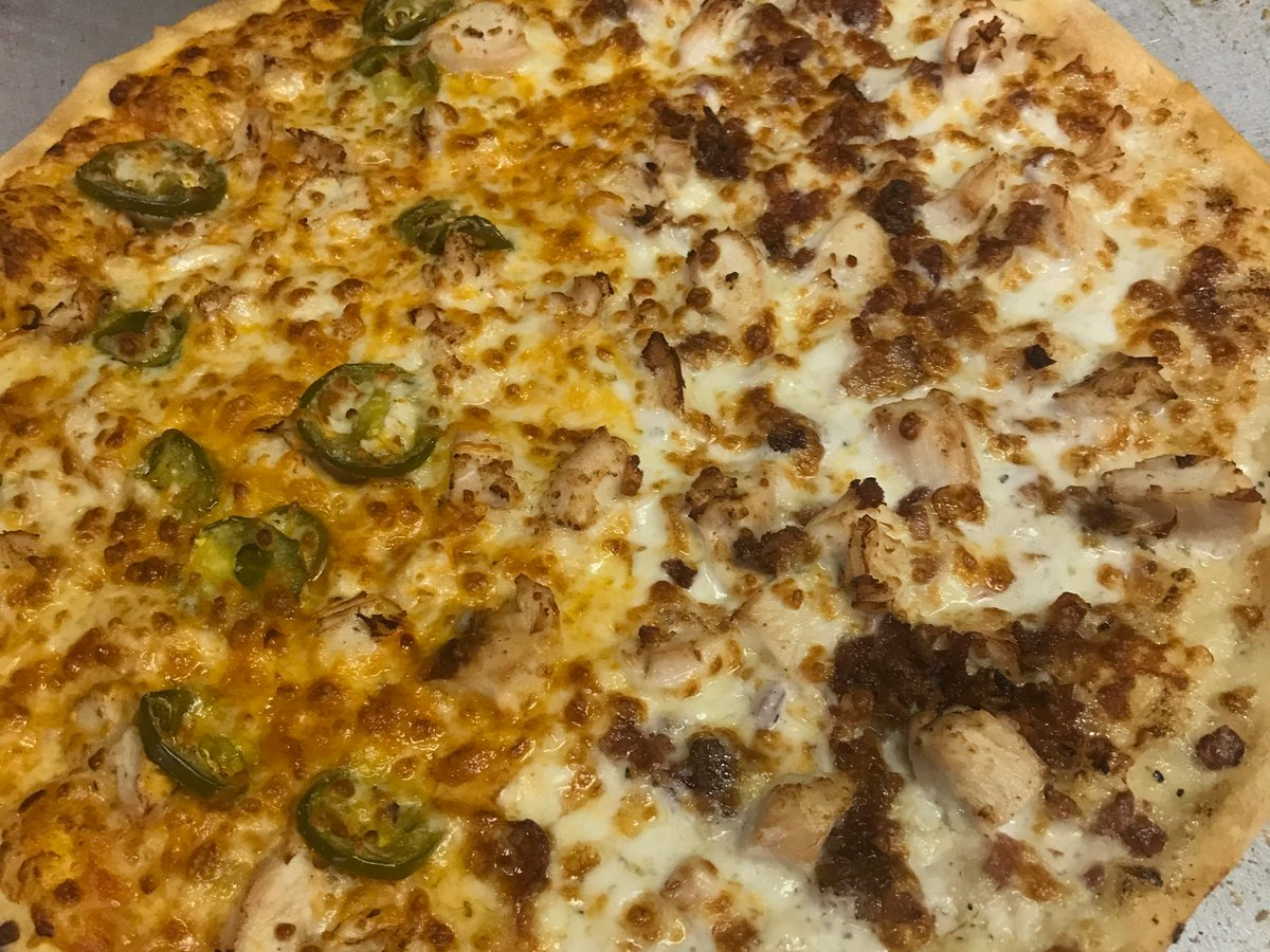 It's #FreePizzaFriday! Hit that RT button for your chance to win a free large one topping pizza from Mister B's. Must follow to win. <br>http://pic.twitter.com/QV4A3LZrVK
