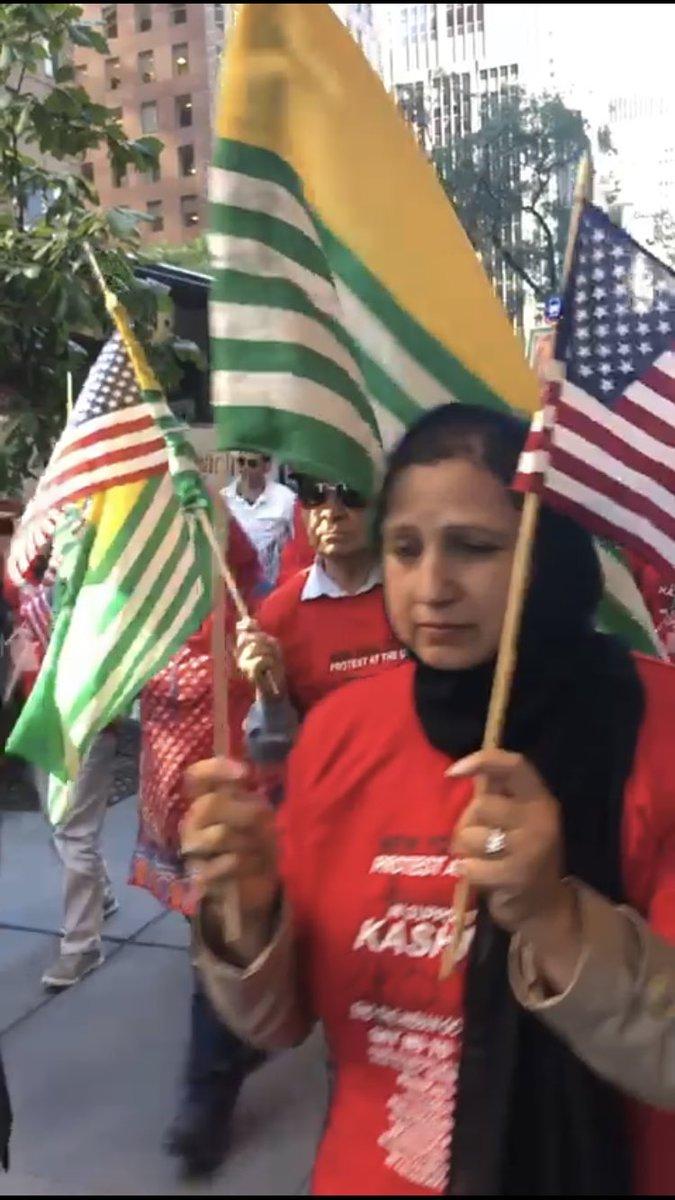 "Pakistanis chanting ""Allah O Akbar"" on the streets of New York to protest against PM @NarendraModi. https://t.co/vtPoEYKpna"