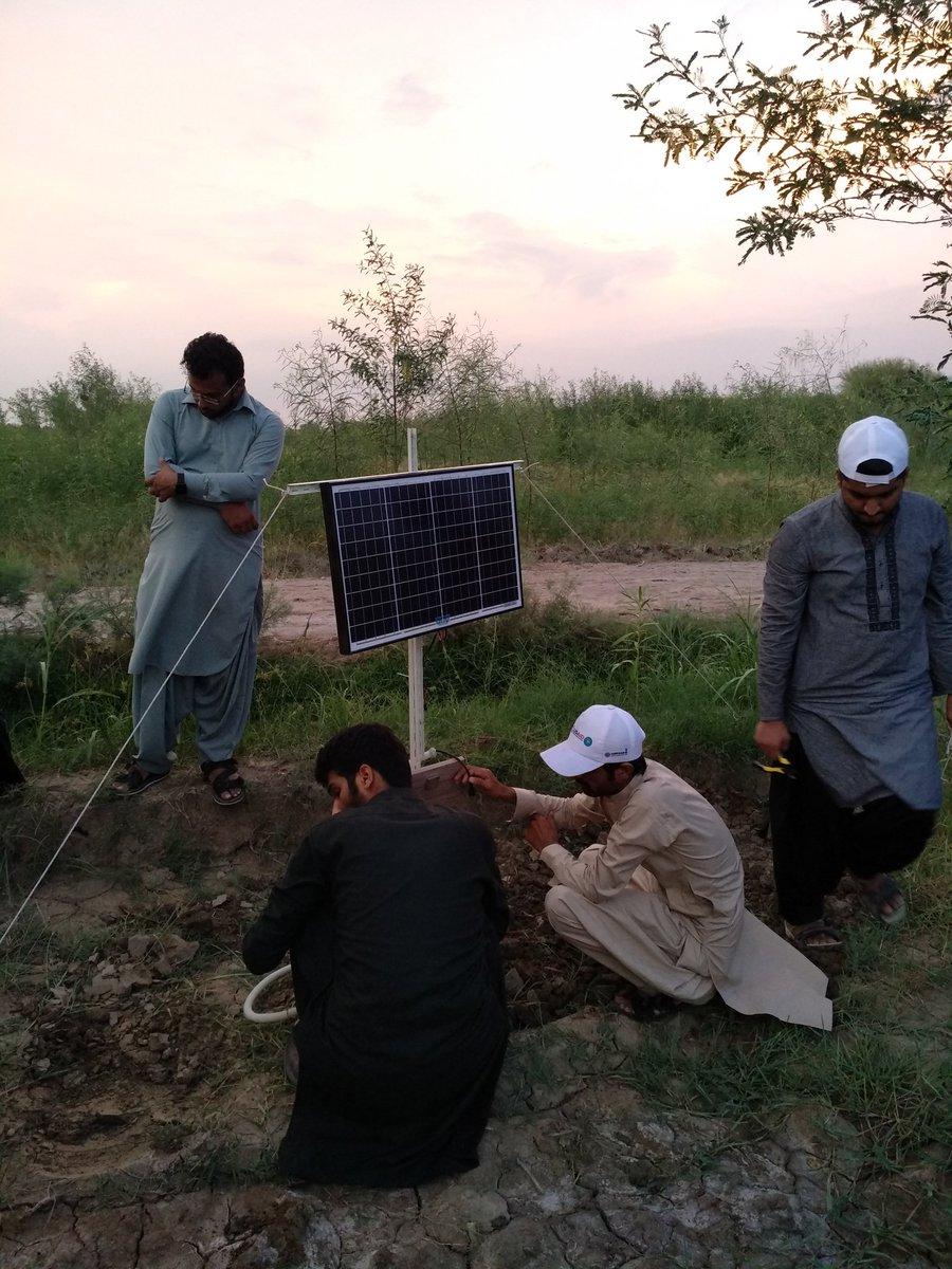AgriIoT unit installation going on in Mirpurkhas, Sindh.   @FNFGIHub @OsloIW @OsramCOM @rockstart @climatepak @theGCF @FAOclimate @ClimateChangePK<br>http://pic.twitter.com/xWZ54Mq2R6