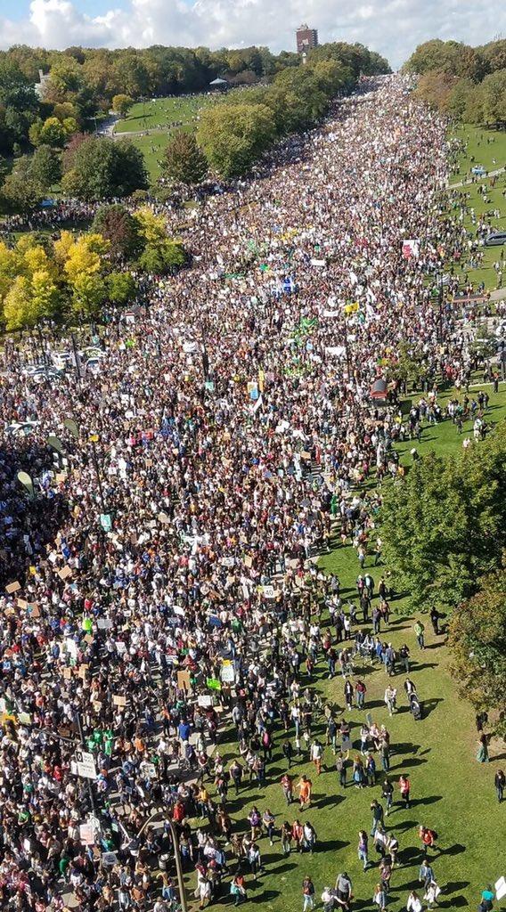 500'000 in Montréal. Change is coming!! #ClimateStrike #FridayForFuture #klimatstrejk