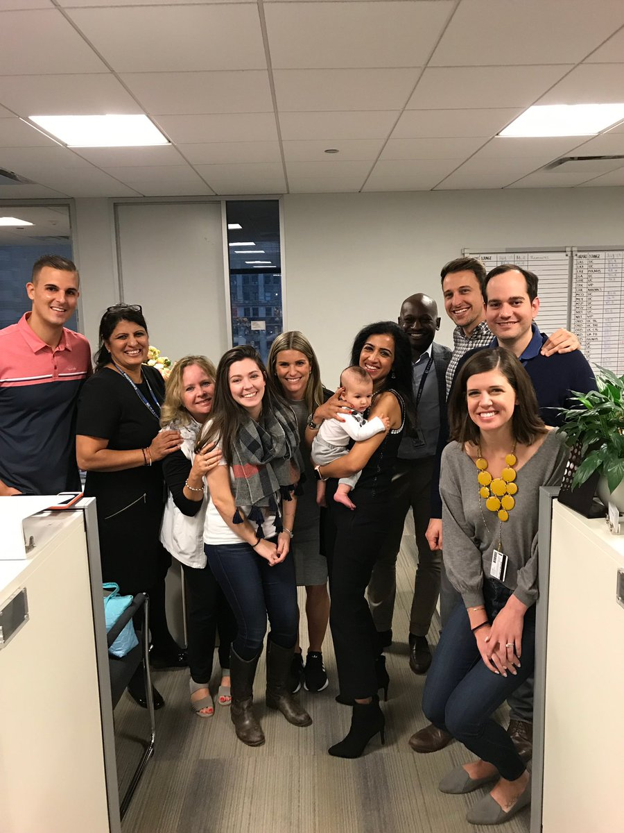 No better way to end the week than meeting an adorable baby! ❤️❤️ A new addition to our extended United family & a new non-rev! 🙏 Kirsten for bringing Owen to visit the team @alexanderdorow @ammyheathrow