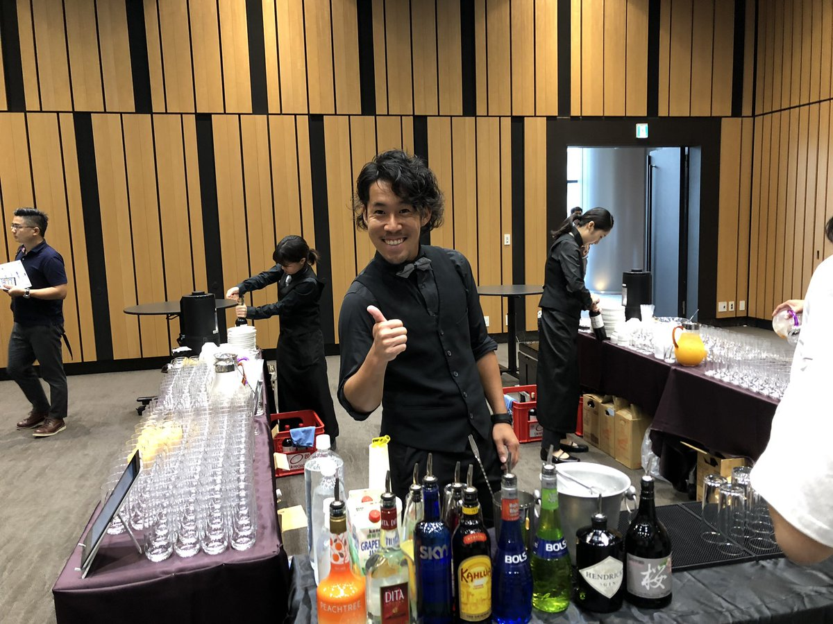 ブースエリアではne(xt)m(oney)barがオープン!フレアバーテンダー みやけんさん @kenmiyamoto7 元NEMbar店員 ひなたさん @hina_nem から仮想通貨カクテルを提供していただきます!さらに、仮想通貨決済にも対応!是非、お楽しみください!#NEXTMONEYTOKYO