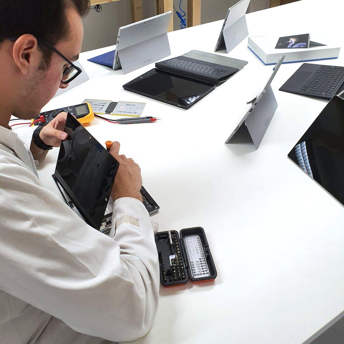 Possuímos Técnicos especializados na reparação de Microsoft Surface. Sempre com garantia sobre o serviço.  Consegue um orçamento grátis em http://www.ptelemoveis.pt | 244001251 | suporte@ptelemoveis.pt  #ptelemoveis #surface #microsoftrepair pic.twitter.com/EJxbUh1Oem
