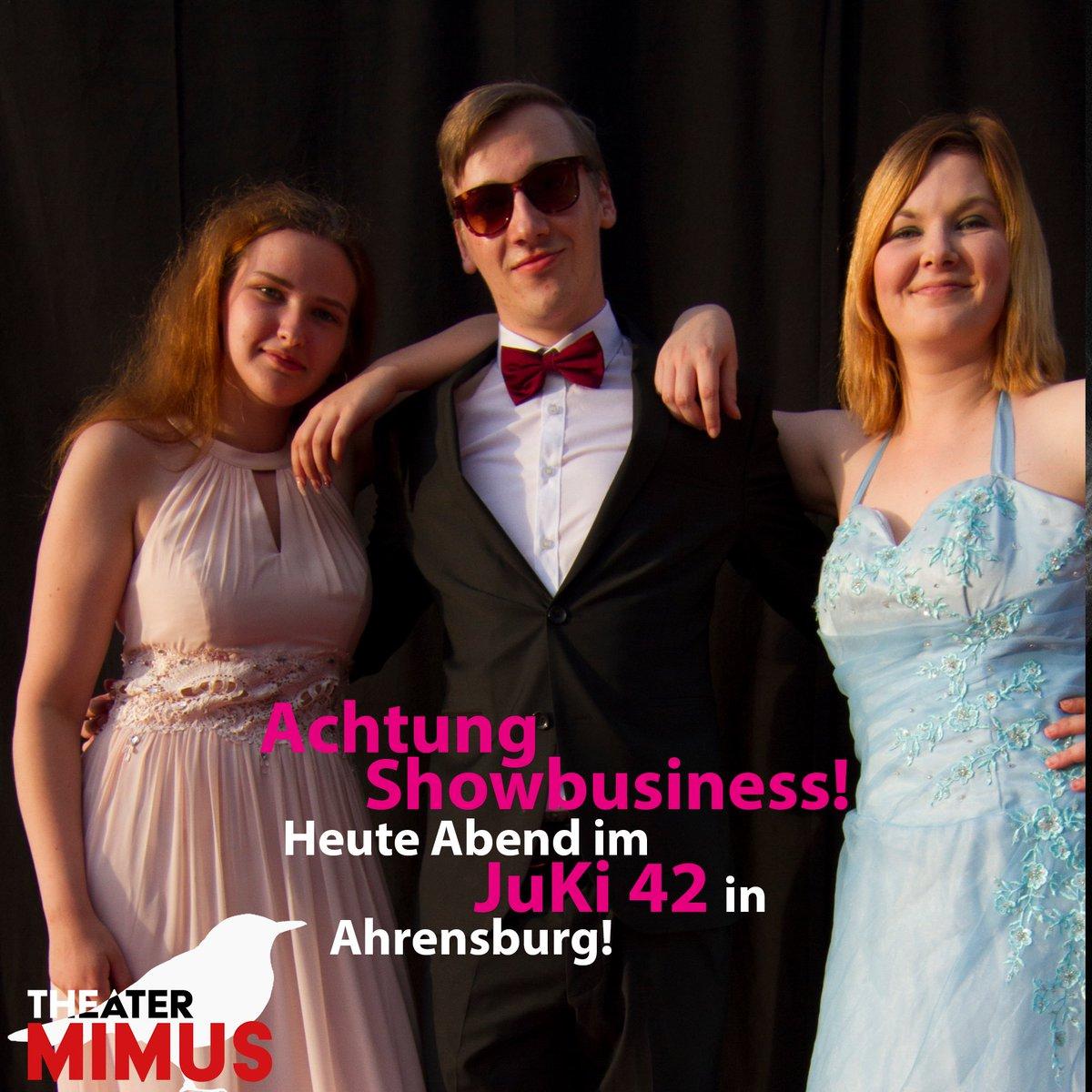 Heute Abend geht die Party weiter. Achtung Showbusiness im #juki42 in #ahrensburg . Karten gibt es an der Abendkasse. Einlass 19:30 Uhr. Alle Infos: http://www.theater-mimus.de | #theatermimus #impro #improvisationstheater #esgibtnochkarten #getthepartystarted #showbusiness #theaterpic.twitter.com/D44EPLjSQT