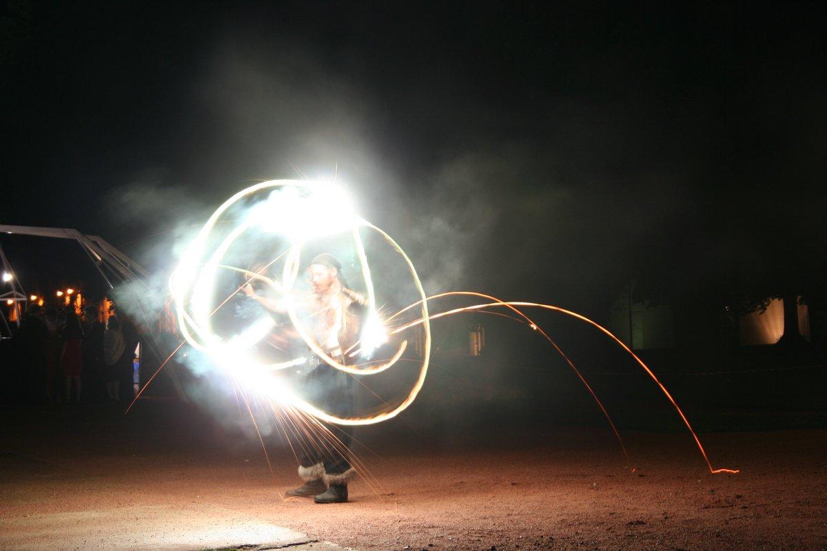📍 A 20h ce samedi, joueurs de feu et jongleurs d'étincelles envahiront la #FoiredeCaen afin de présenter un spectacle d'exception. 🔥🔥🔥#FoiredeCaen #feu #spectacle https://t.co/d2PrRB7Kyo