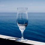 海をそのままグラスに注いだソーダみたいで綺麗・・・