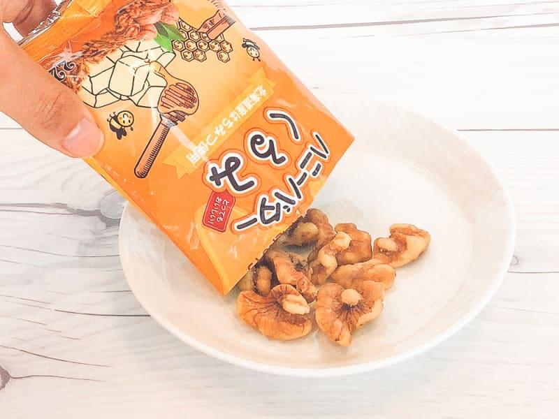 test ツイッターメディア - #ダイソー #ハニーバターくるみ #ハニーバターアーモンド 人気あるお菓子みたい 韓国のお土産物なんだね… 日本製…なのかな❔ 今度行ったらみてみよっと✨ https://t.co/cL0U3sm5h6