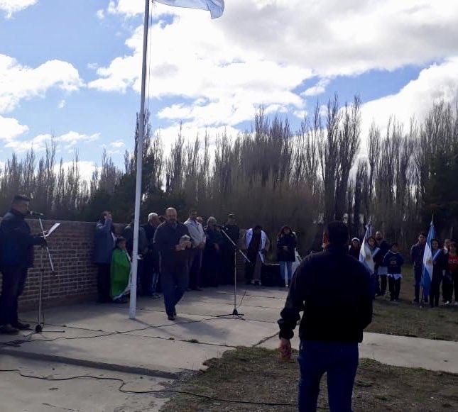 #LagoBlanco | Autoridades provinciales y municipales acompañaron los festejos por el 94º aniversario de la comuna. Se entregaron reconocimientos a vecinos, a la escuela y a la fm local. #ChubutGanaSiEstamosTodos https://t.co/SAk8vLKaHK