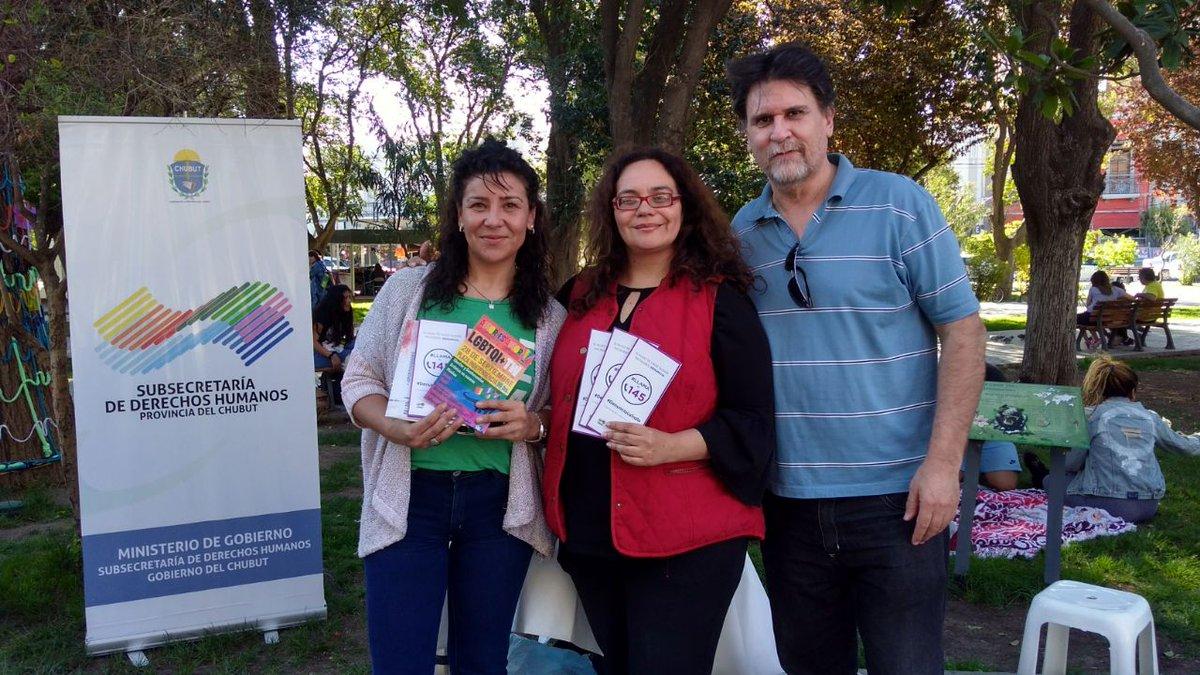 En la Jornada de #AmorEsAmor 🏳️🌈 en #Trelew, charlamos con diferentes compañeras sobre la lucha por el  #AbortoLegalSeguroYGratuito. También, visitamos el stand de la @SubDDHH de @GobiernoChubut, en dónde conversamos con su directora Maria José Llanes. 🙋 https://t.co/JUaACJKVYI