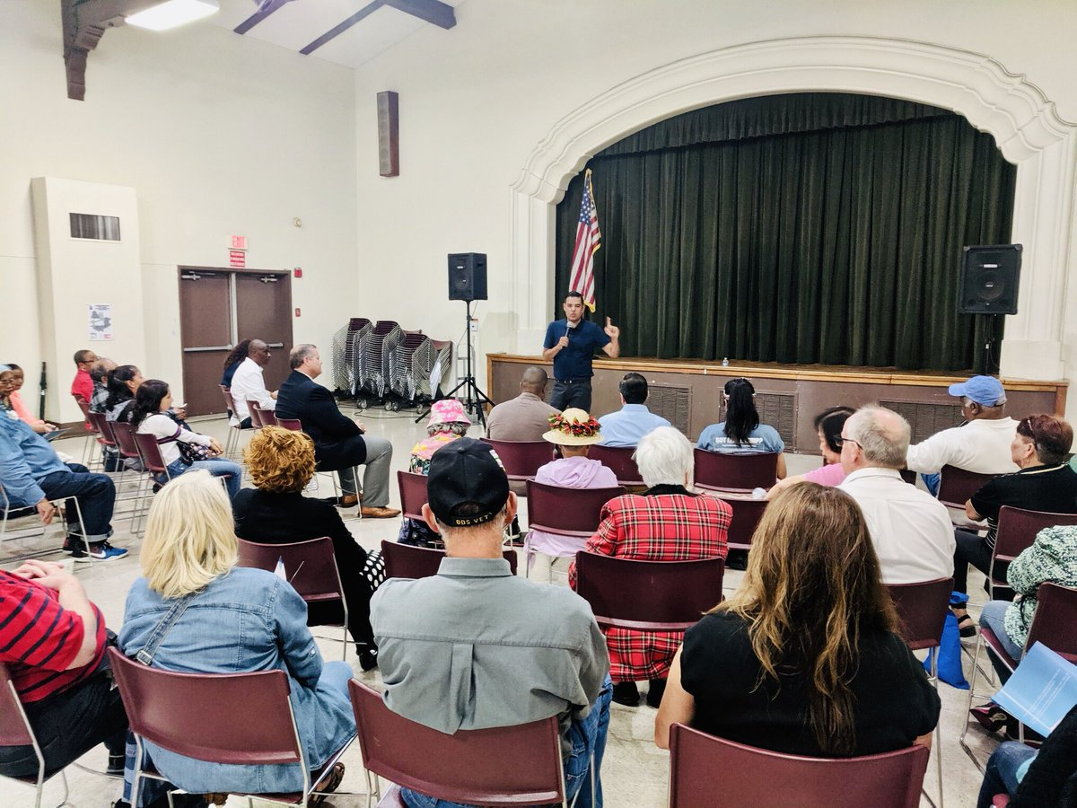 A great turn out even in the rain for our West Long Beach Meet the Mayor at Silverado Park today. A huge thanks to @megankerr who also joined us. Great questions.