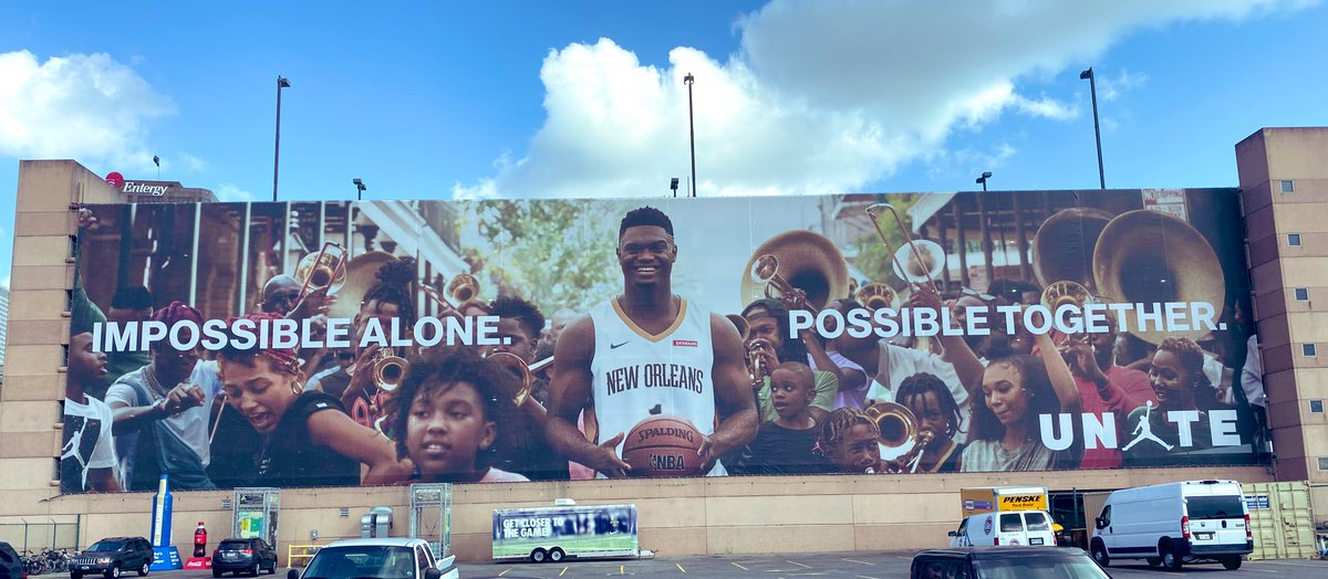 💪 @Zionwilliamson and his family see his new @Jumpman23 banner outside the @SmoothieKingCtr! #WBD  #UNITE