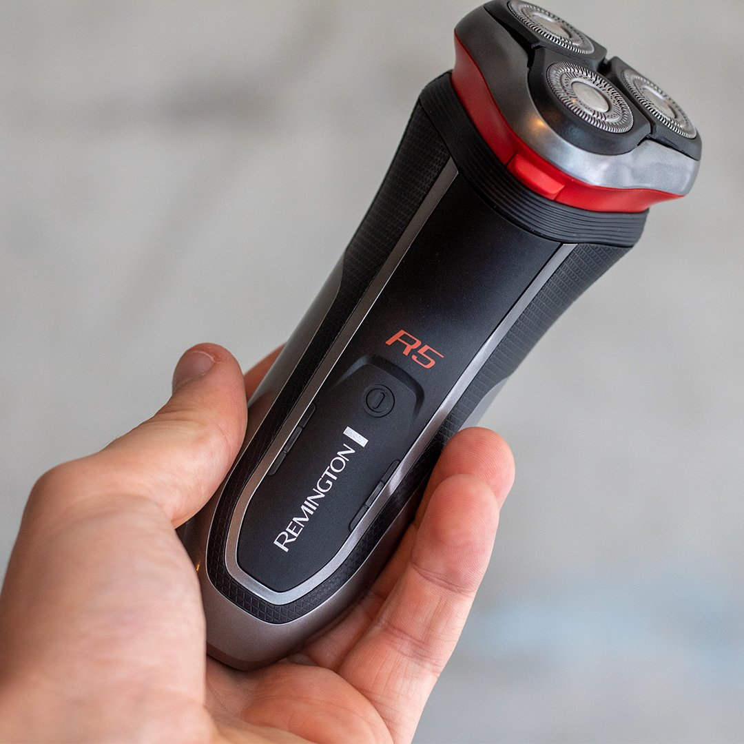 Looking for the perfect tool to use on those busy days? 👀  Look no further than our Style Series R5 Rotary Shaver!  This shaver is 100% Waterproof, so you can speed up your grooming process by taking it into the shower 🚿  Get an efficient shave!