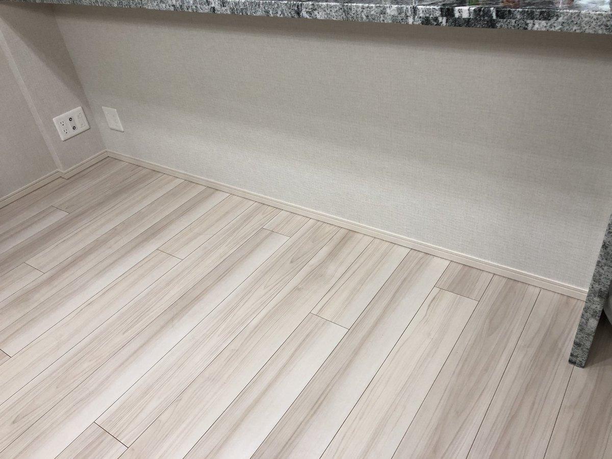 test ツイッターメディア - 今日は木材を買いに出かけたけど、遅めに出たので作業は無し🙃  ダイソーで壁紙を買ったので貼り貼りしました♪ キッチンの雰囲気ががらりとチェンジ✨ これで600円だからほんと100均ありがたや🙇♂️  #DIY #壁紙 #100均 #DAISO #キッチン #黒レンガ https://t.co/8Iadye005V