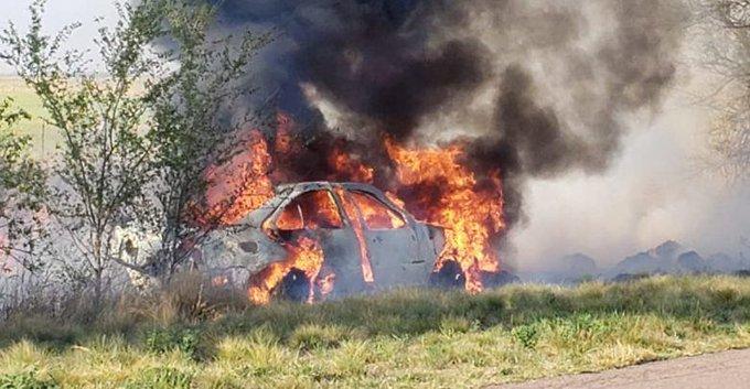 #Región | Un automóvil volcó y se prendió fuego