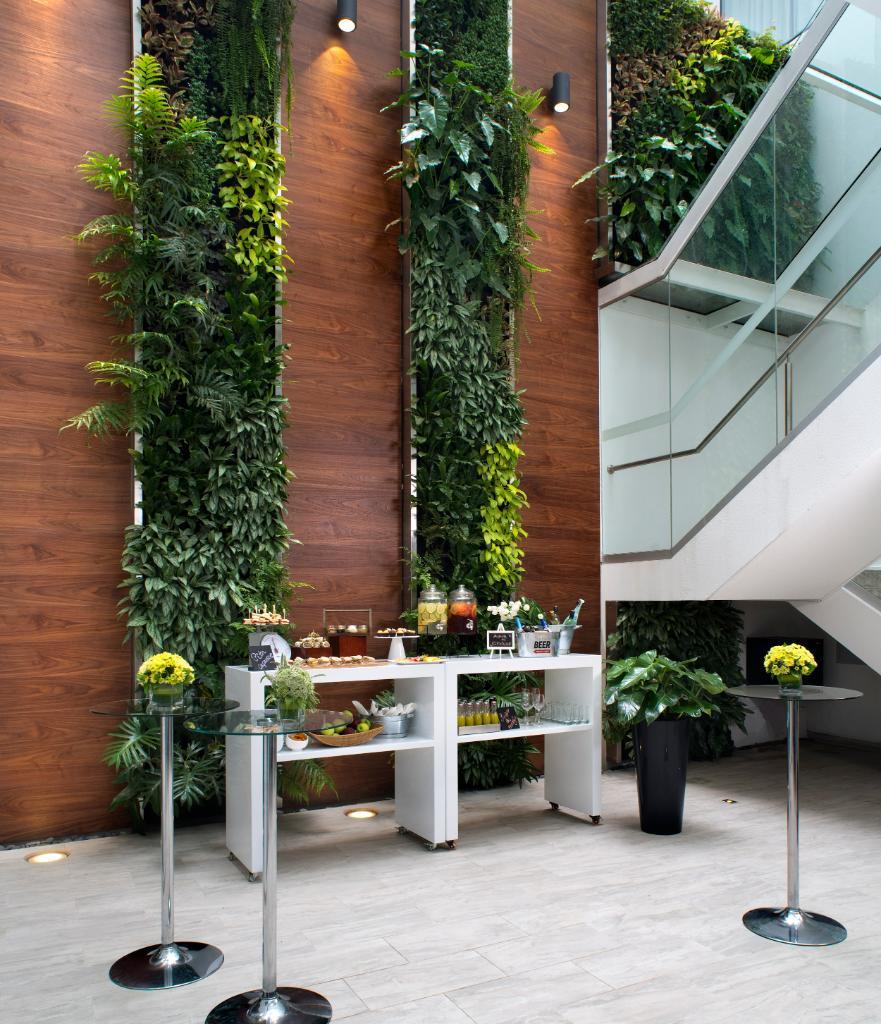 Realiza tu evento en la terraza del #CourtyardMiraflores y goza de un ambiente fresco y agradable 🍃 ☀️  Más información: cy.bistro400@courtyard.com / (01)625-3838 https://t.co/sNVBAX78Kp