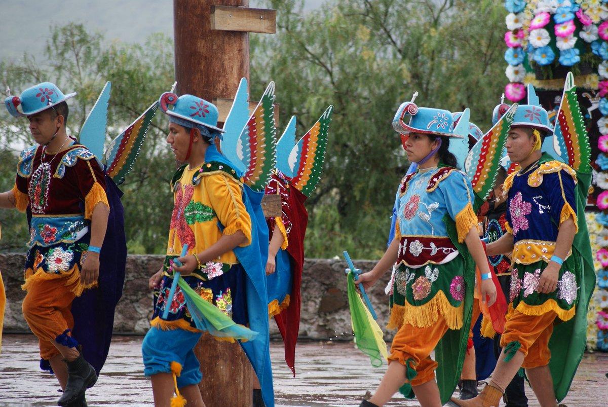 bailarines en la Danza de Migueles