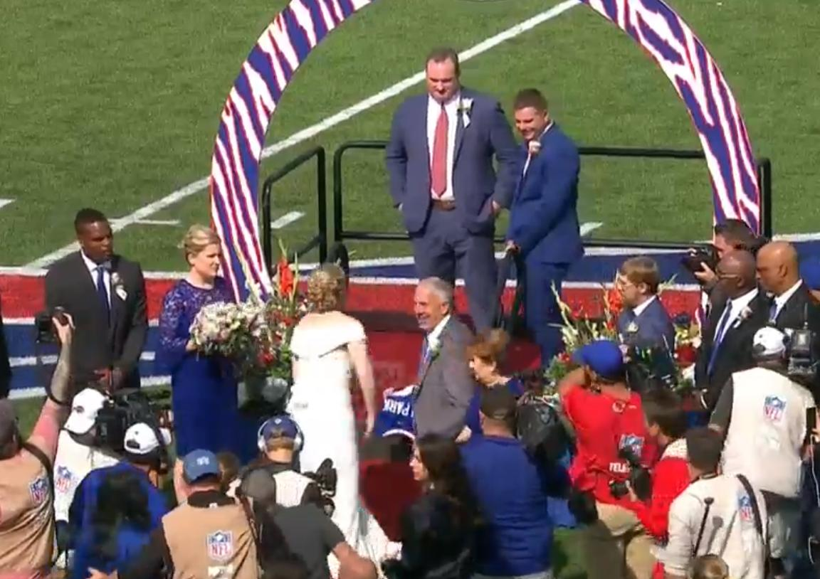 These Bills fans who got married in the middle of a game are wedding geniuses