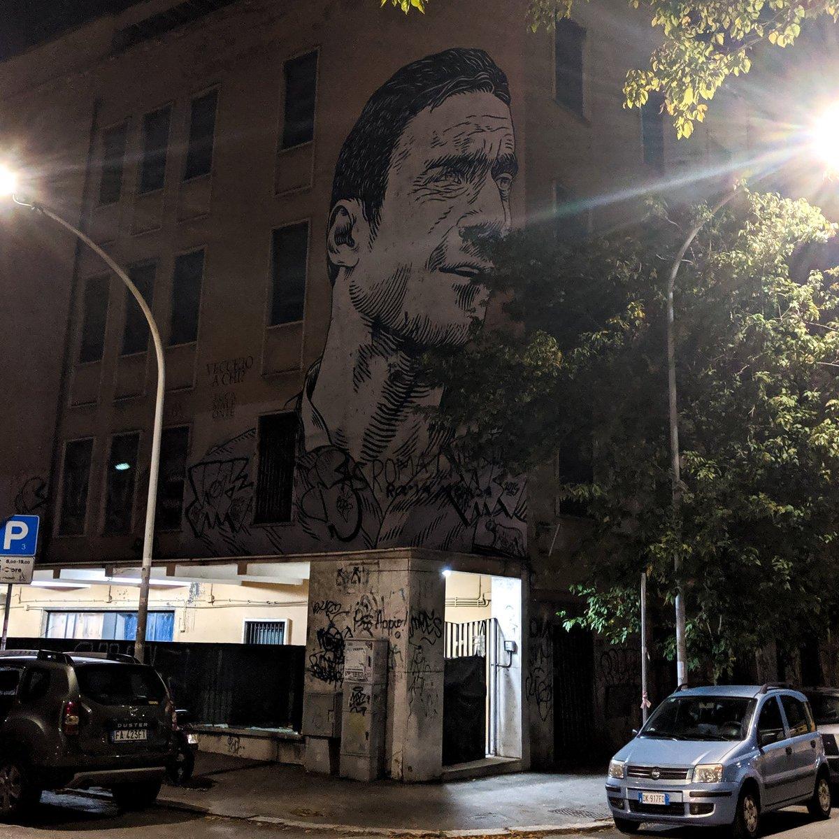 When in Rome... 😍 @Totti #roma