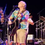Image for the Tweet beginning: Buffett performs second show in