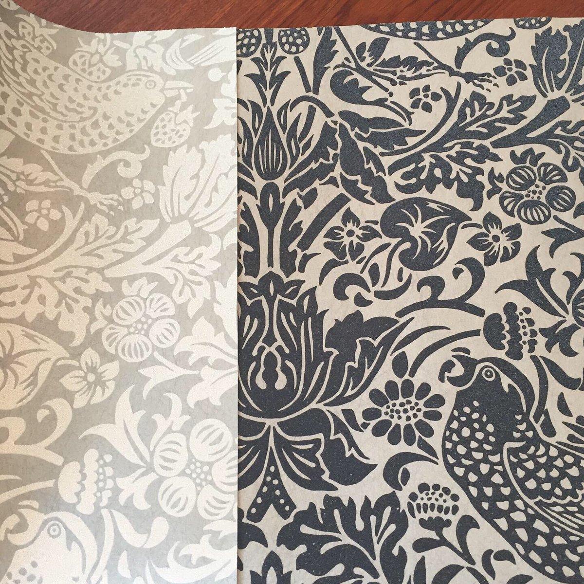 Interior Styling Of Bright ブライト 輸入壁紙のサンプルブック Morris Co の ピュアモリス 定番の柄がモノトーンの壁紙になりました とても上品な壁紙です 少しの面積の張替えでも お部屋のイメージがガラッと変わります 壁紙 壁紙張替え