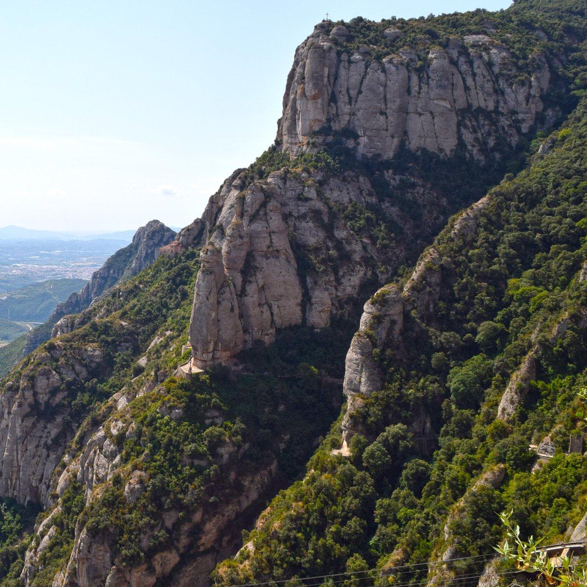 Puja a #Montserrat amb l @AeriMontserrat i gaudeix daquest paisatge! Bon dia! 🚠😍 @PNMontserrat @montserratinfo @FGC_Montserrat @BCNmoltmes
