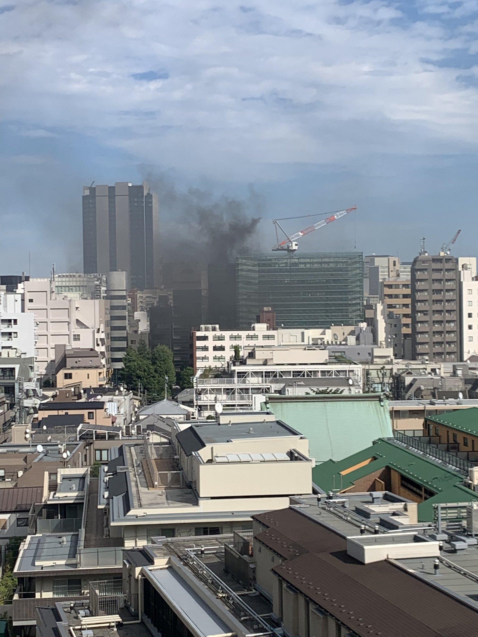 新宿区四谷の建設現場で火事が起きている現場画像