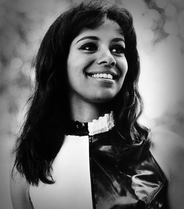 Happy Birthday to 5th Dimension singer Marilyn McCoo, born on this day in Jersey City, New Jersey in 1943.