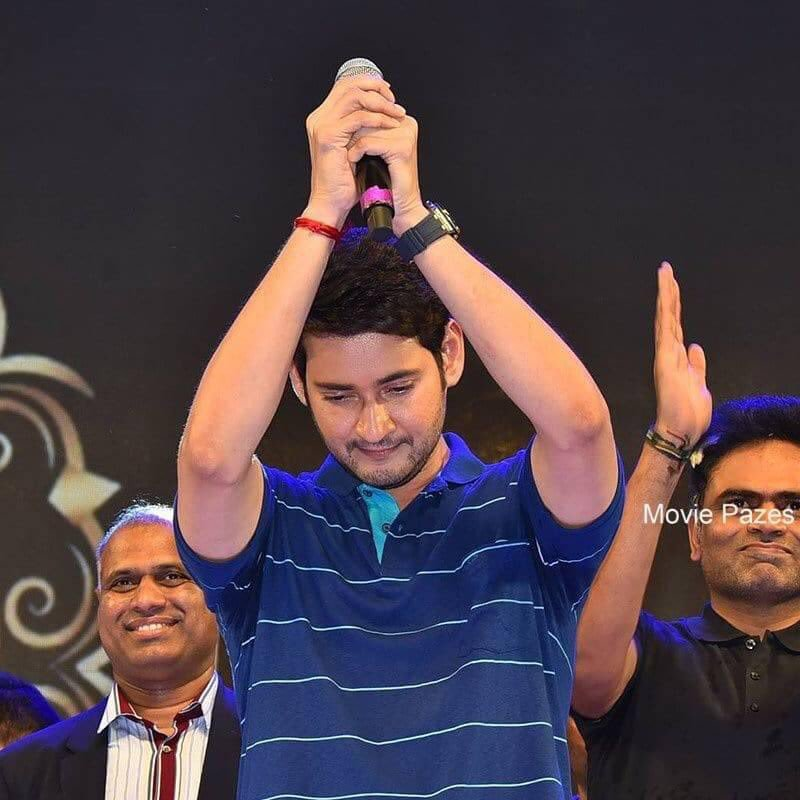 #SSMBMemories  #SarileruNeekevvaru  This pic is enough to say how he show his heartfelt thanks towards us (our dhfms)<br>http://pic.twitter.com/GjCsyZMpyn