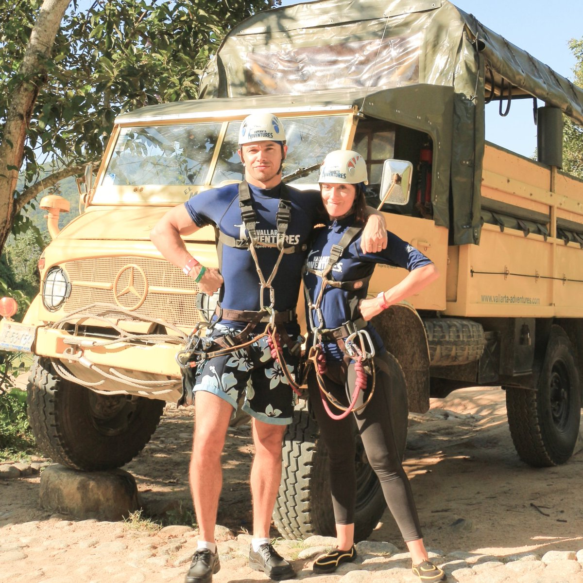 Last time @PaulTelfer and I wore hardhats it was just for some vacation fun. But on October 5th, we'll be building a home for a veteran family with @Homes4Familes.   We'd be honored to have your support, please visit our donation page: https://t.co/nCu6t3su8q https://t.co/sjMTeY3IBj