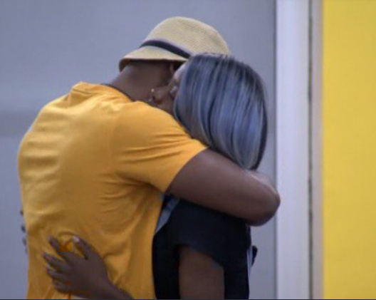 Streeeeet!! Omashola survives another eviction. This time, at the expense of Diane   This is the second painful goodbye for Mercy in 2 days    Just when it seems safe. Biggie comes with another twist    Are you entertained     #Bet9jaBBNEviction #BBNaijaEviction <br>http://pic.twitter.com/QA1xBlLgl7