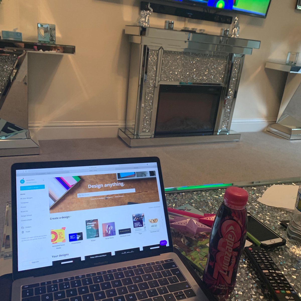 Multi tasking! Social media scheduling and nursery rhymes with my youngest daughter #socialmedia #planning #workingmumof3 #homelifebalance #hootsuite #canva #netflix #multitaskingpic.twitter.com/dqvyKEt2cZ