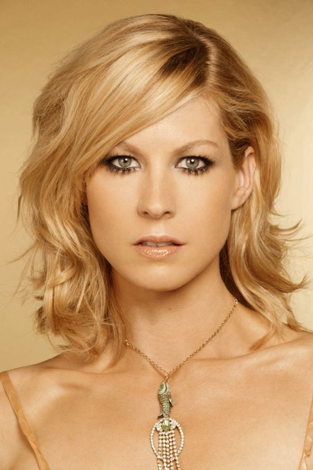 Happy Birthday Jenna Elfman!