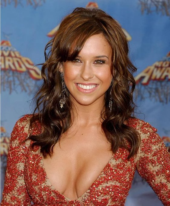 Happy Birthday to Lacey Chabert