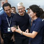 Image for the Tweet beginning: Strong holiday demand for Apple's