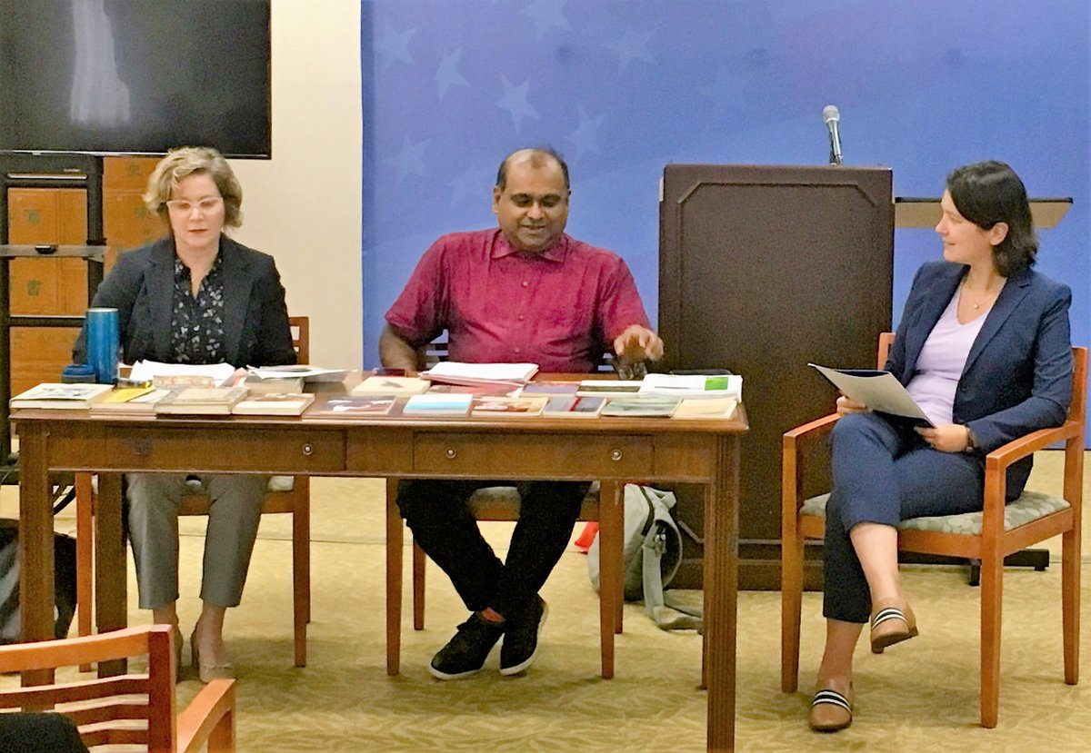 Happy #InternationalTranslationDay2019! We celebrated with a panel w/Carol Volk & @indranmx at the #RalphBunche library today. The conversation ranged from traditional publishing to translating emotion, to writing in multiple languages. #translation #art https://t.co/4grd6nNMjG