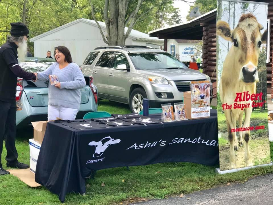 We had so much fun today at the Town of Newfane Historical Society's Apple Harvest Festival. It was so nice to see our hometown community again, and we personally invited everyone to Albert's Big 5!!!  #newfane #albertthesupercow #ashasanctuary #fun #vegan #birthdaypic.twitter.com/GMSmqiGxnS