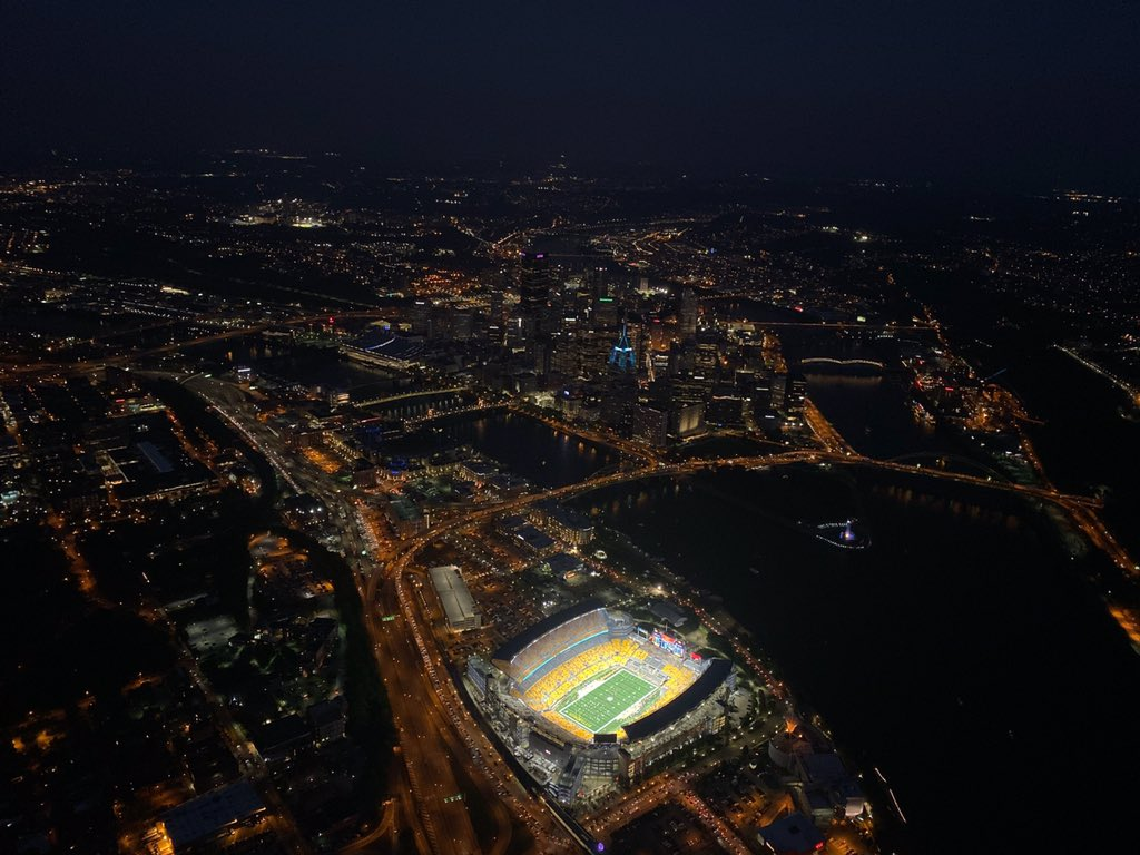 @ESPN Monday Night Football in Pittsburgh! @GoodyearBlimp Wingfoot One is over Heinz Field as the @steelers take on the @Bengals. #MNF